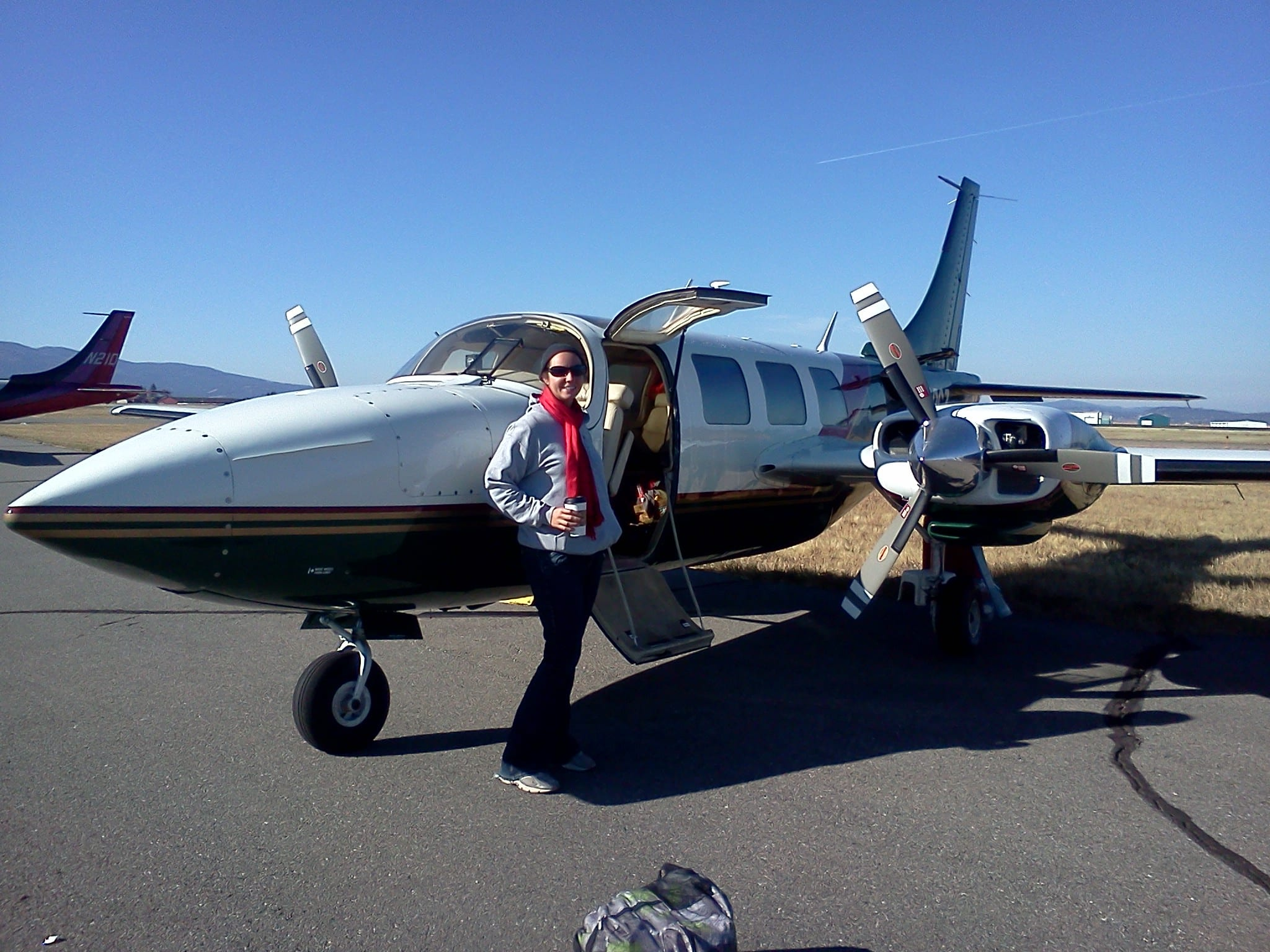 Travel writer hitchhiking around the country — on GA aircraft
