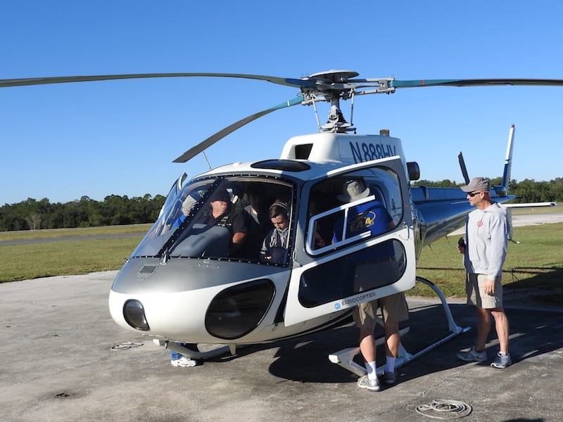 A helicopter owned and flown by EAA Chapter 534 pilot Han Gunter-Vosseler carried several Young Eagles at a time for their first general aviation flight. (All photos by Ted Luebbers)