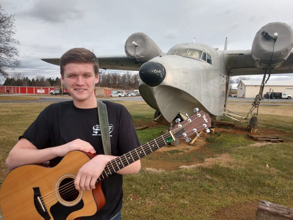 Flying Musicians awards two scholarships